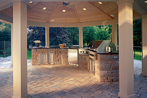 Custom Outdoor Kitchens & Barbeques